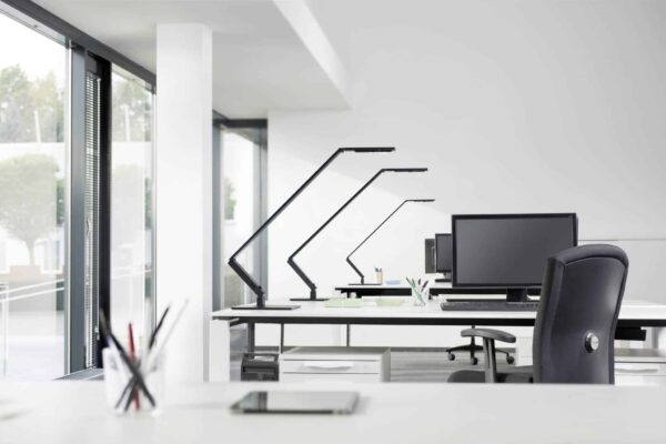 Bureaulamp Luctra linear table pro