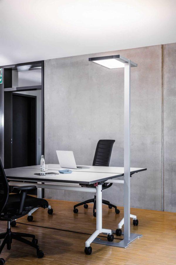 Vloerlamp Luctra Vitawork 7 Sym. DIM, aluminium / zwart