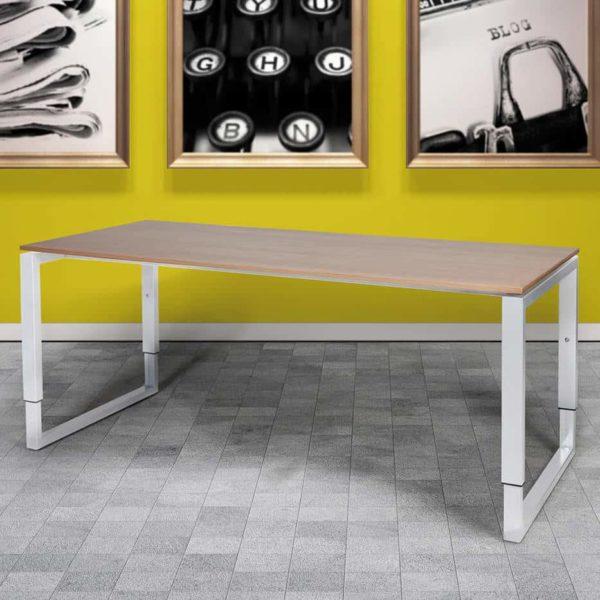 Domino Plus bureau, hoogte instelbaar met O-poot frame